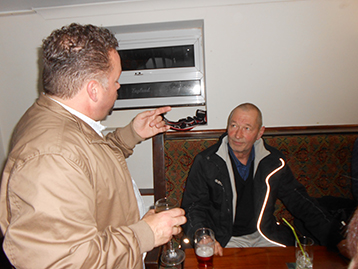 At Smugglers, the well travelled Simon of Kingsway fame sought an audience with the Chairman.