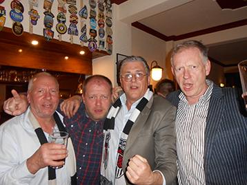 Town fanatics everywhere, soon met up with the Histon Mariners. Here Caistor Quinton, Brendan from the Reading Mariners and Caistor Jim celebrate with the Innkeeper.